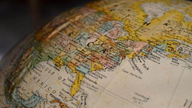 歴史を感じる地球儀