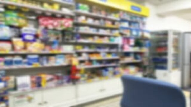 市販薬がある薬局店内の様子