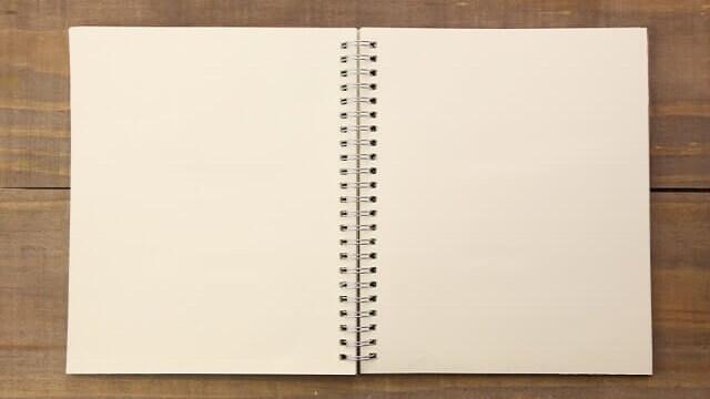開かれた真っ白な勉強ノート