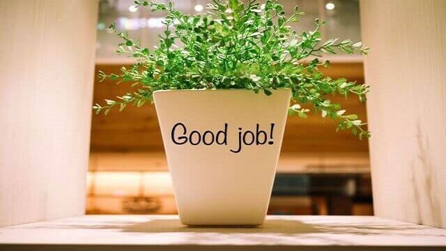 グッジョブとかかれたデザインの植木鉢