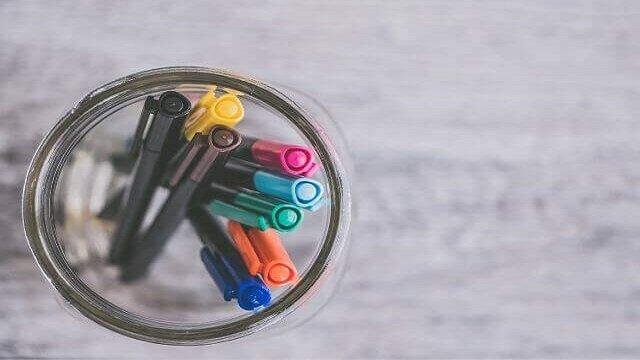 瓶に入ったカラーペン